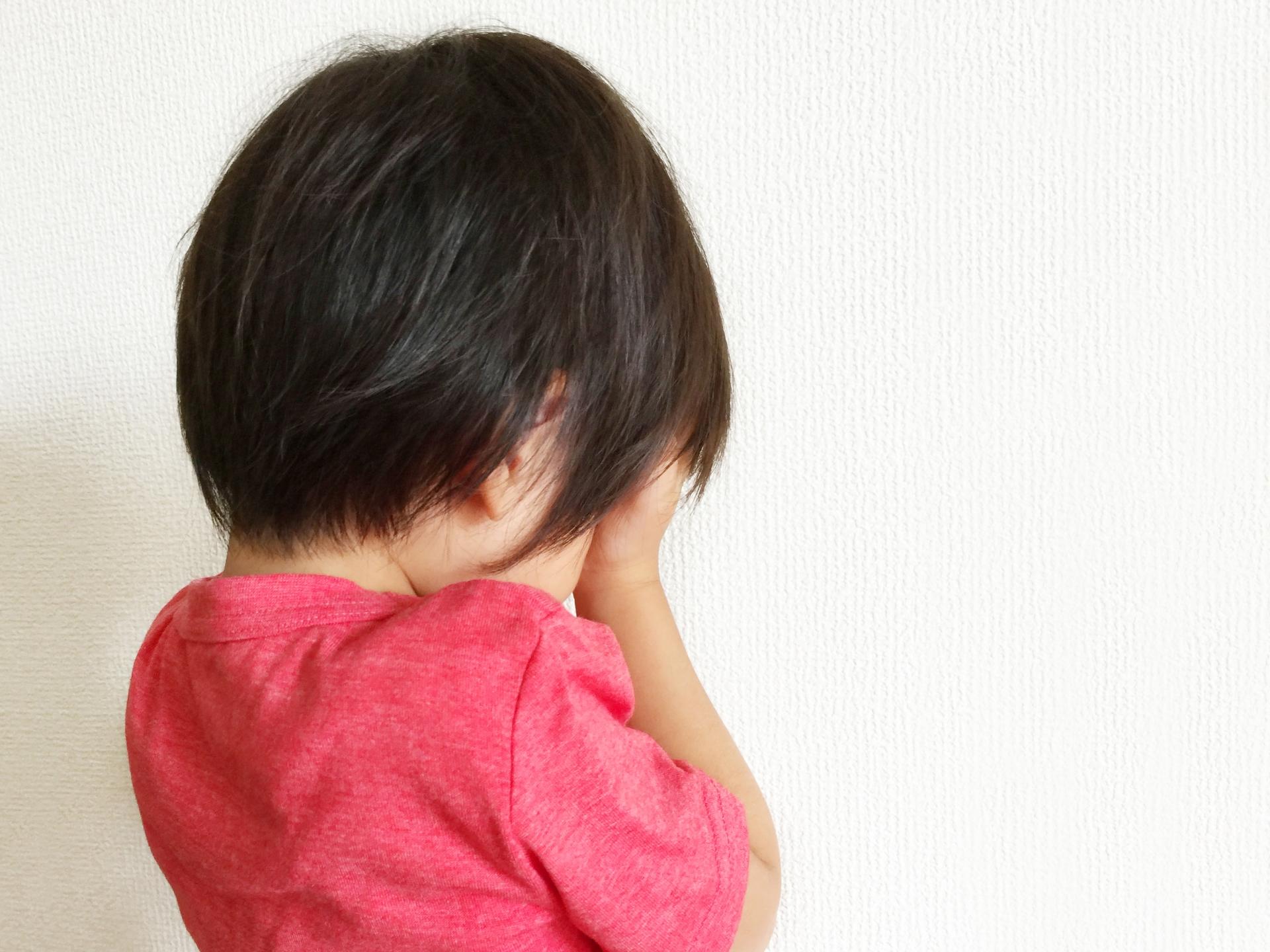 子供が泣いている写真